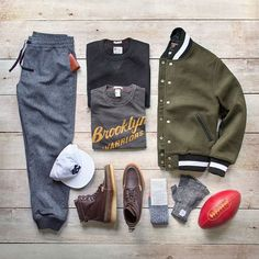 Curated by Phil @thepacman82 Cohen for us: #ToddSnyder x ThePacMan82 Jacket/Sweatpants/Sweatshirt/T-Shirt: @toddsnyderny x @champion Boots: @toddsnyderny x @colehaan Socks:@toddsnyderny x @mrgraysocks Gloves: @toddsnyderny x @upstatestock Wallet: @toddsnyderny x @maxxandunicorn Football: @toddsnyderny x @leatherheadsports #ToddSnyder #collab #flatlay