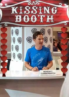 Dear God! In my dreams! O_O lol! that booth would be totally torn down with all the girls trying to get to him!