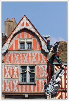 La statue de Cadet Rousselle (Il habitait à proximité de la Tour de l'Horloge d'Auxerre).