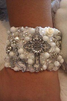 Textile Jewelry, Wire Jewelry, Beaded Jewelry, Making Bracelets With Beads, Jewelry Making, Beaded Earrings, Beaded Bracelets, Fabric Necklace, Crochet Bracelet