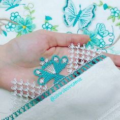 This post was discovered by Rı Teneriffe, Needle Lace, Filet Crochet, Crochet Projects, Diy And Crafts, Beaded Bracelets, Turquoise, Embroidery, Silver