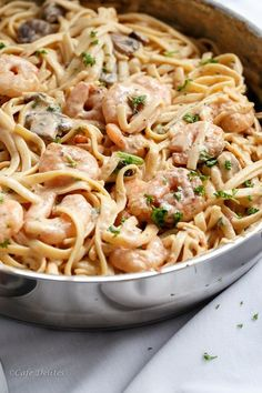The recipe of the day: tagliatelle with shrimp, mushrooms and crème fraîche! The recipe of the day: tagliatelle with shrimp, mushrooms and crème fraîche! Seafood Recipes, Pasta Recipes, Cooking Recipes, Chicken Recipes, Creamy Shrimp Pasta, Prawn Shrimp, Shrimp Linguine, Stuffed Mushrooms, Stuffed Peppers