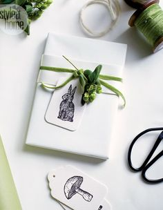 diy ideas for gift packaging and wrapped presents - sketches as tags Wrapping Ideas, Present Wrapping, Creative Gift Wrapping, Creative Gifts, Paper Packaging, Pretty Packaging, Gift Packaging, Gift Wraping, Wraps