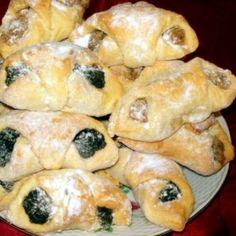 Budai diós és mákos kifli Recept képpel - Mindmegette.hu - Receptek Poppy Cake, Cake Recipes, Dessert Recipes, Hungarian Recipes, Spanakopita, Sushi, Muffin, Meat, Breakfast