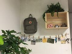 Fjallraven kanken - Aesthetic room - Plants - Wood crate - Polaroid - My aesthetic wall Instagram @milklard