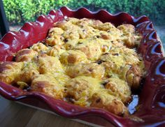 Bubble Up Enchiladas - taco meat, enchilada sauce, tomato sauce, tossed with refrigerated biscuits and topped with cheese - SO delicious. Great way to change up taco night! Mexican Food Recipes, Beef Recipes, Chicken Recipes, Cooking Recipes, Mexican Meals, Mexican Dishes, Sauce Enchilada, Enchilada Recipes, Party