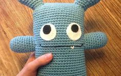 Some time ago I wanted to find a really super simple amigurumi and couldn´t but finally I´ve been able to! Crochet Baby Toys, Crochet Amigurumi, Crochet Toys Patterns, Knit Or Crochet, Cute Crochet, Amigurumi Patterns, Stuffed Toys Patterns, Amigurumi Doll, Crochet Animals