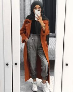 As temps get to drop down little by little fall layering pieces are going to be taking over your seasonal wardrobe. Fall is all about smart layering without Modern Hijab Fashion, Street Hijab Fashion, Muslim Fashion, Modest Fashion, Fashion Outfits, Hijab Style, Hijab Chic, Tumblr Outfits, Modest Dresses