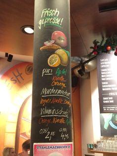 Säule in CoffeeBar Hamburg Früchte in Pastell