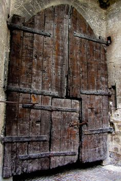 Great Old Door massive old door – The Palais des Papes (lo Palais dei Papas in Occitan) is a historical palace in Avignon, southern France, one of the largest and most important medieval Gothic buildings in Europe. Cool Doors, Unique Doors, Knobs And Knockers, Door Knobs, Porte Cochere, When One Door Closes, Closed Doors, Doorway, Architecture Details