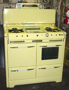 General Appliance Refinishing, Inc. - Stoves For Sale: Yellow O'Keefe Merritt.oooh if only it was red! Bet you could have a red one done! Retro Kitchen Appliances, Vintage Appliances, Cooking Appliances, Retro Kitchens, Farmhouse Kitchens, Antique Kitchen Stoves, Antique Stove, Old Kitchen, Kitchen Board