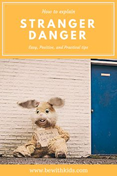 How to explain stranger danger in a positive way and make sure your child is safe with strangers - comprehensive guide for parents of kids 3 - 10 years old #bewithkids #strangerdanger #kidssafety Parenting Plan, Parenting Classes, Parenting Memes, Parenting Books, Teaching Safety, Teaching Kids, Dog Safety, Child Safety, Social Media Safety