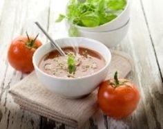 bouillon de tomates au basilic : http://www.cuisineaz.com/recettes/bouillon-de-tomates-au-basilic-9727.aspx