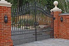 Our traditional driveway and estate gates are designed to suit any style of property. You'll be sure to finding your perfect gate at North Valley Forge. Front Wall Design, Main Gate Design, Door Gate Design, House Gate Design, Garden Entrance, Entrance Gates, House Entrance, Wrought Iron Driveway Gates, Gates And Railings