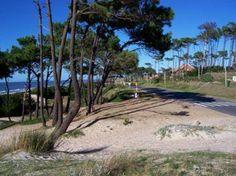 Las Toscas. El balneario se encuentra ubicado al sur del departamento de Canelones, sobre las costas del Río de la Plata y en el km 47 de la ruta Interbalnearia. Forma parte de la Costa de Oro y limita al oeste con la ciudad de Atlántida y al este con Parque del Plata. Uruguay.