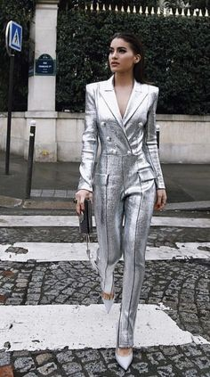 Cute jumpsuit outfits for women for a stylish summer Jumpsuit Outfits are the perfect combination of casual & sophisitcation. Here are the best Jumpsuit outfits ideas for Summer 2019 for Women. Fashion Week, Look Fashion, Fashion Outfits, Womens Fashion, Fashion Design, Fashion Trends, Punk Outfits, Paris Fashion, Trendy Fashion