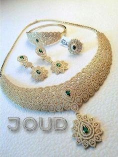 Wanna gift it to mamma Fancy Jewellery, Stylish Jewelry, Luxury Jewelry, Fine Jewelry, Fashion Jewelry, Diamond Jewellery, Gold Jewelry, Indian Bridal Jewelry Sets, Wedding Jewelry Sets