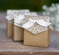 These Naturally Vintage Tent Favor Boxes are perfect for weddings, bridal showers, anniversary parties or any special event that needs a vintage touch.