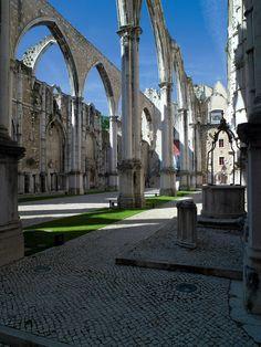 Igreja de Carmo, testigo del terremoto de 1755 Belem, Barcelona Cathedral, To Go, Travel, Fernando Pessoa, Lisbon Portugal, Boater, Palaces, Museums