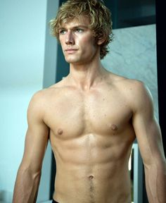 Picture: Alex Pettyfer shirtless in 'Beastly.' Pic is in a photo gallery for Alex Pettyfer featuring 51 pictures. Dianna Agron, Liam Hemsworth, Matthew Mcconaughey, Jace Lightwood, Historischer Roman, I Am Number Four, Hommes Sexy, Shirtless Men, Celebs