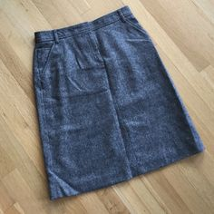 "J. Crew A-line wool skirt Beautiful gray skirt in great condition. It has pockets! Zipper is in great working condition. Waist 31"" hips 41 length 23.5""✈️vacation June 23-26 ✈️ Please do not order during these dates- if you are interested I can reserve listings for you  J. Crew Skirts Pencil"