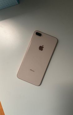 This is an rose gold iPhone 8 Plus it come with the phone Iphone 8 Plus, Iphone 7, Apple Iphone, Iphone Cases, Rose Gold Phone, Rose Gold Aesthetic, Accessoires Iphone, Apple Laptop, Cute Phone Cases