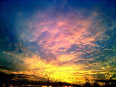 Increíble lo bonito que puede ser el cielo... www.yolandaypaul.com/pin  #atardecer #internetmarketer #disfrutar #vivir #hermoso #paisaje