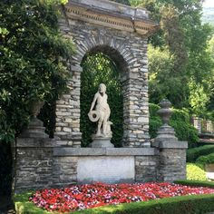 VITA DI LUSSO had the privilege to visit Villa d'Este at lake Como; a piece of paradise within driving from design city Milan. Lake Como, Hotels, Italy, Statues, Interior, Design, Green Garden, Landscaping, Italia