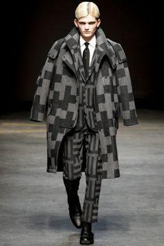 Tautz Fall 2014 Menswear Fashion Show Collection: See the complete E. Look 7 London Mens Fashion, Mens Fashion Week, Men's Fashion, Crazy Fashion, African Fashion, Fall Winter 2014, Fall 14, Autumn, Cute Jeans