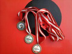 2011, 2012, 2013... Geçmiş madalyalar bizde... Yenisi olacak mı bakalım... #bozcaada #bozcaadakosusu #newbalancetr pic.twitter.com/TYZcnxk65...