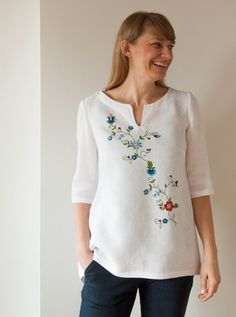 Embroidery Flowers Pattern, Embroidery Dress, Embroidery Designs, Embroidery Shop, Linen Tunic Dress, Linen Dresses, Needle Tatting Tutorial, Embroidered Clothes, Fashion Sewing