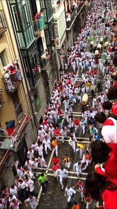 1st Pamplona bullrun 2014 Spanish Teacher, Spanish Classroom, Teaching Spanish, Spanish Lesson Plans, Spanish Lessons, San Fermin Pamplona, Running Of The Bulls, Spanish Holidays, Cultural Crafts