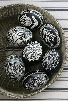 Black & White - Eggs