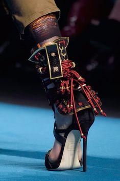 Milan Fashion Weeks 87398049006416887 - Dsquared² at Milan Fashion Week Fall 2016 Source by liligoudot Milan Fashion Weeks, Fashion 2020, London Fashion, Fall Fashion, Mode Renaissance, Mode Shoes, Fashion Shoes, Fashion Outfits, Weird Fashion