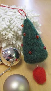 Make @ Atelier: TUTORIAL: tiny needle felted Christmas trees