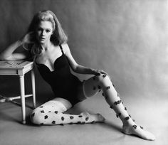 Edie Sedgwick The Factory Girl Gianni Penati photographed Edie in colour for Vogue March Edie Sedgwick wearing a bodysuit by Venus flower studded stockings by Givenchy photographed by Gianni Penati for Vogue 1966 Edie Sedgwick, Charlotte Rampling, 1960s Fashion, Fashion Models, Vintage Fashion, Fashion Glamour, Mod Fashion, Vintage Beauty, Style Année 60