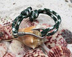 Camo verde peces gancho de pulsera por FLoutdoors en Etsy