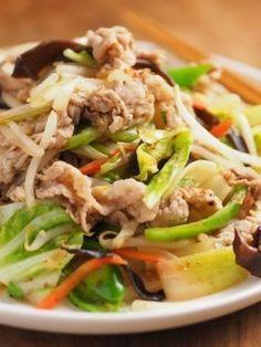 栄養がたっぷりとれて、冷蔵庫の残り物処理にもなる野菜炒めはもっといろんな味で楽しむべし♡作りやすくて白ごはんが進む、絶品レシピをまとめてご紹介します。
