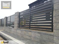Bloczki ogrodzeniowe ROMA, BESKID firmy Joniec - Olbud House Front Wall Design, House Fence Design, Modern Fence Design, Gate Design, Boundary Walls, Front Fence, Fence Art, Home Goods Decor, Courtyard House