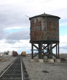 Old Water Tower in Westley, California Ho Trains, Model Trains, Dazzle Camouflage, Old School House, Railroad History, Hell On Wheels, Abandoned Amusement Parks, Old Building, Water Tower