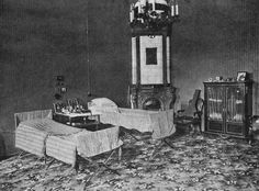 The bedroom that Tsar Nicholas and his son Alexei shared while they were in captivity at Stavka. They slept on folding wooden cots only. Romanov Palace, House Of Romanov, Belle Epoque, Czar Nicolau Ii, Tsar Nicolas, Familia Romanov, Ukraine, Grand Duchess Olga, Russian Revolution