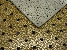Piastra per stampa su pelle con pressa o placcatrice realizzata con fresatura 3d arricchita da fustelle per foratura.