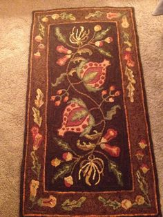 Hooked Rug ... Pomegranates ... Searsport  Pattern