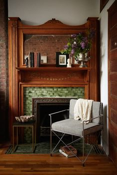 A Perfumer and Teacher's Brownstone in Harlem – Design*Sponge Modern Victorian, Victorian Interiors, Victorian Design, Victorian Decor, Vintage Modern, Vintage Metal, Antique Fireplace Mantels, Victorian Fireplace, Mantles