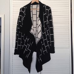 Black and white drape cardigan Super cute drape cardigan! Great for the fall/winter season. It does not have a brand tag but could fit medium to large. Never worn. Sweaters Cardigans