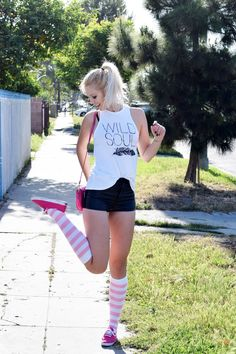 How to wear knee socks with shorts Thigh High Socks Outfit, Knee Socks Outfits, Cute Outfits With Leggings, Cute Teen Outfits, Cute Outfits For School, Short Outfits, Girl Outfits, Heels Outfits, Quad