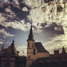 Kasteel Het Steen in #antwerpen beheerst de Schelde #historic #city #sky - @marcel_tettero- #webstagram