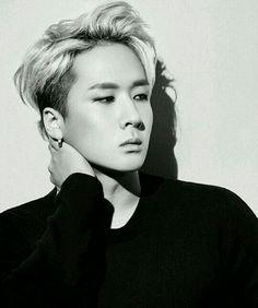 VIXX Ravi silver hair