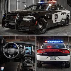 Dodge Charger Pursuit 2016 Enquanto no Brasil as viaturas policiais são veículos adaptados nos EUA as marcas investem em modelos exclusivos para atividade ostensiva. Esse sedã da Dodge tem opção do poderoso motor 5.7 HEMI V8 com 370 cavalos e tração nas quatro rodas capaz de fazer de 0 a 100 km/h em menos de 6s. Há também o 3.6 V6 Pentastar de 292 cv. O painel possui central de comando com display de 7 polegadas e equipamentos de rádio. Há ainda uma farta lista com mais de 55 itens de…