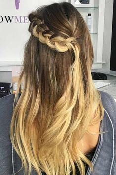 A waterfall braid: what can be more miraculous? It is called so because this braid resembles an actual waterfall. Maybe you are unfamiliar with this type of braid. In this case, today we will try to convince you to incorporate 'a waterfall' into your list of go-to hairstyles.